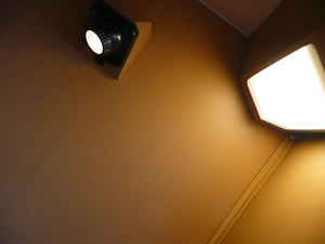 サンライズ瀬戸号車内,窓横に取り付けられた読書灯,室内灯